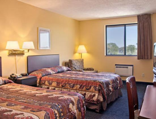 Super 8 Motel Janesville: Standard Two Double Bed Room
