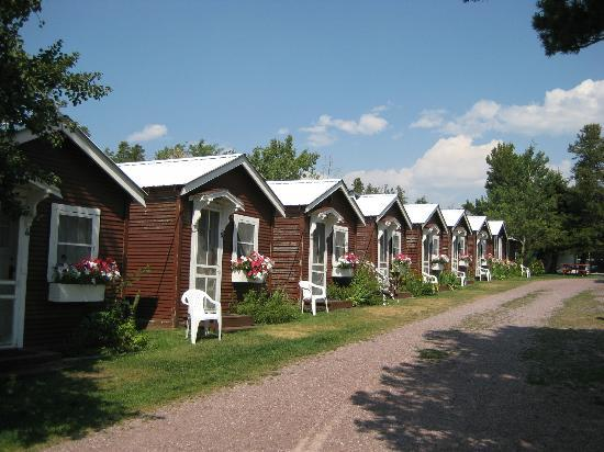 East Glacier Motel & Cabins: row of cabins