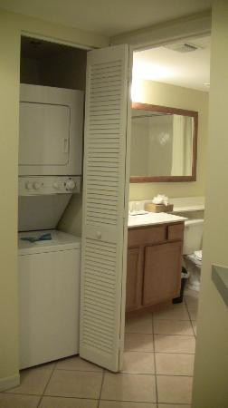 Wyndham Royal Vista: washer/dryer and second bathroom in rm 7703