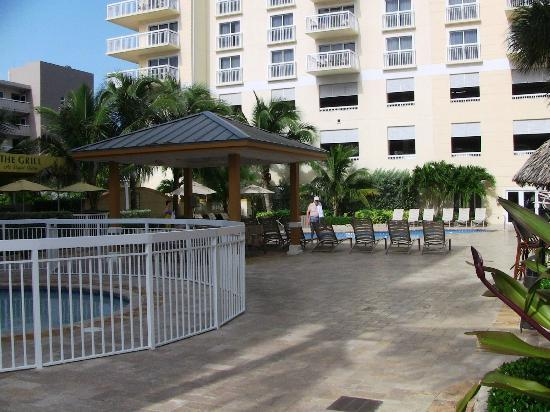 Wyndham Royal Vista: fenced kiddie pool, gazebo, main bldg