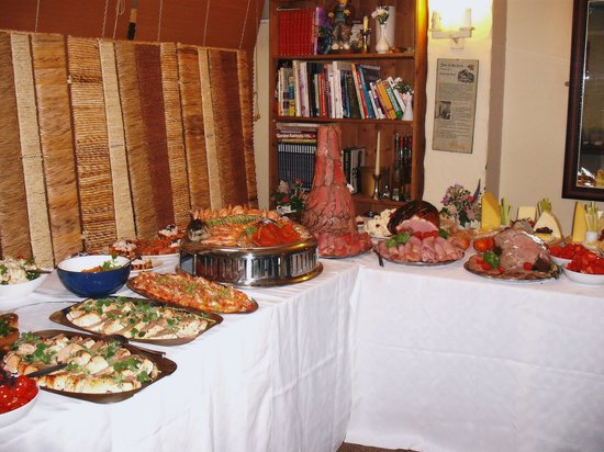 Thirsk, UK: A BUFFET FIT FOR ROYALTY AT THE KINGS ARMS