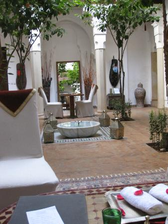 Riad Zolah: Reception/communial area