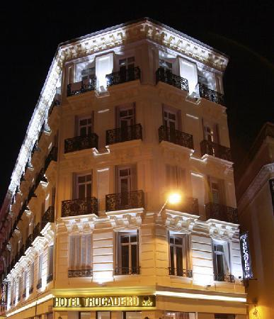 Hotel Trocadero: Facade hotel - Night view