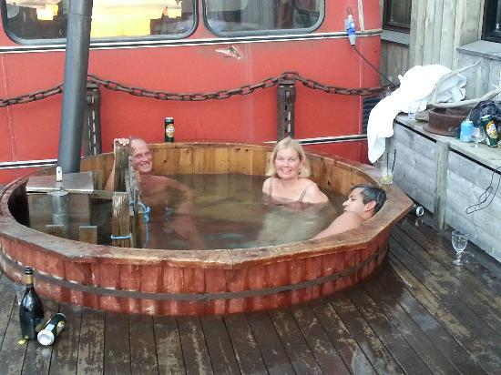 Mary-Ann&#39;s Polarrigg: Hot tub