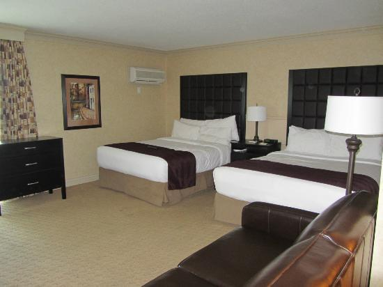 Prestige Inn Kelowna: Double queen beds