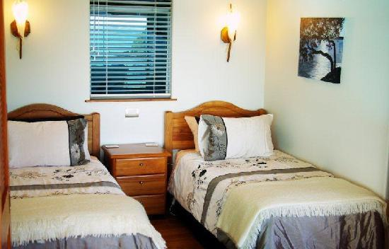 Allview Lodge: Pohutakawa twin bedroom