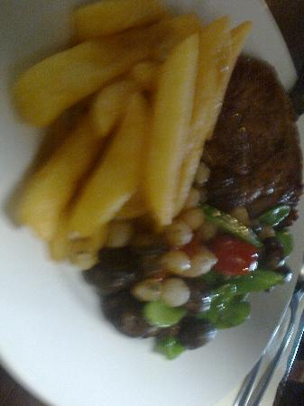 Kidderminster, UK: Steak, chips, mushrooms