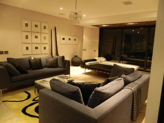 African Elite de Waterkant: TV room from kitchen