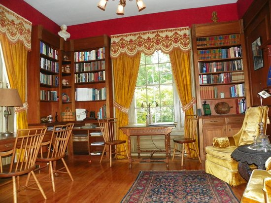 Homeport Inn: Library - Common area for Inn guests.  WiFi.