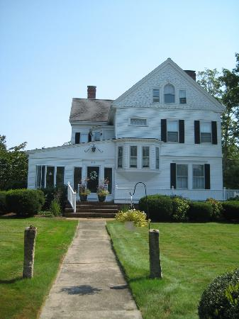Scargo Manor Bed and Breakfast: Front view of house