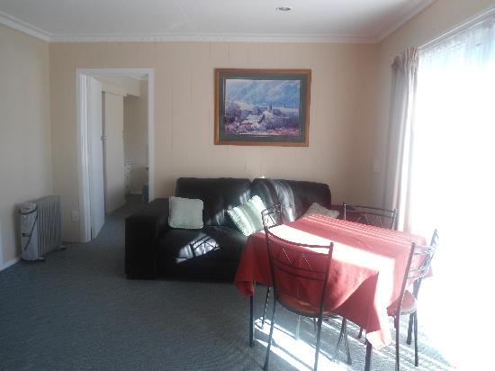 Manuka Crescent Motel: Typical living room