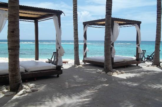 Oasis Tulum: Cabana's by the beach