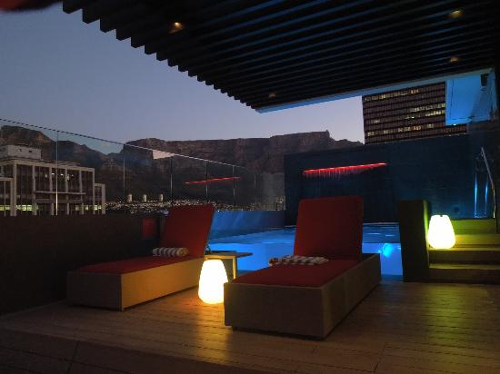 Park Inn by Radisson Cape Town Foreshore: Sunset on the roof top bar