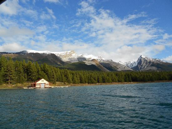 maligne lake hall of the gods picture of maligne lake cruise historic cruise on lake minnetonka 550x412