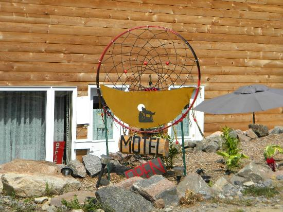Algonquin Dream Catcher Motel: On the grounds of the motel