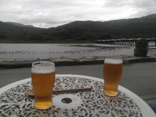 Penmaenpool, UK: A pint each - gorgeous
