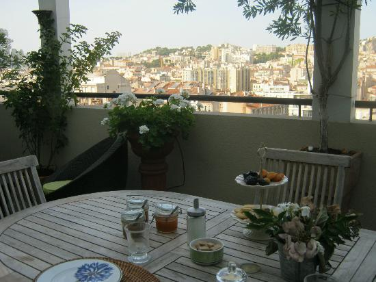 BnB Les Amis de Marseille: View from terrace with breakfast served