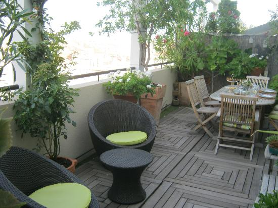 BnB Les Amis de Marseille: Couches near the terrace