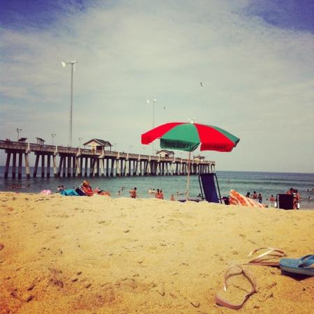 Rodeway Inn & Suites : the beach at the pier.