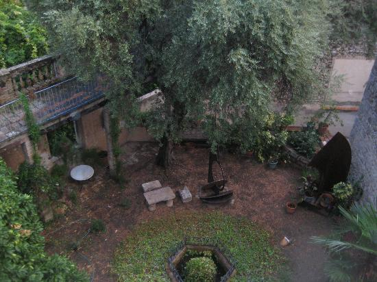 Casa Cundaro: Old Jewish Garden within hotel walls