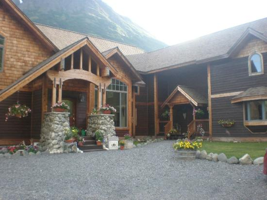 Moose Pass, อลาสกา: Front of Inn.An amazing place to stay.