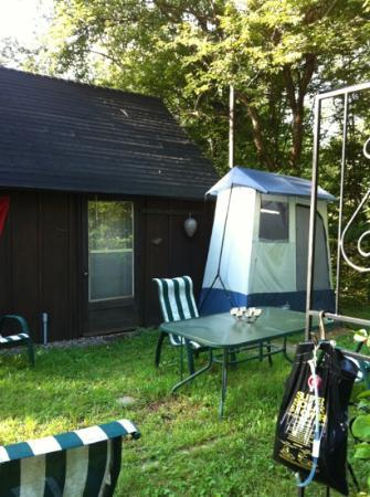 Gray's Log House Bed & Breakfast: solar shower and back of camping cabin