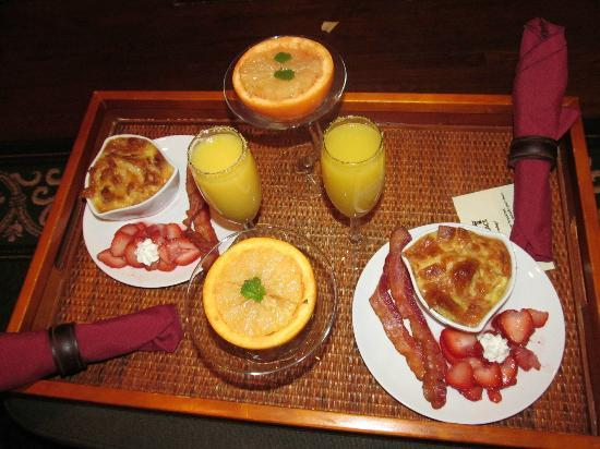 Inn at Craig Place: Breakfast #2. The grapefruit was served warm with caramelized sugar. Amazing.