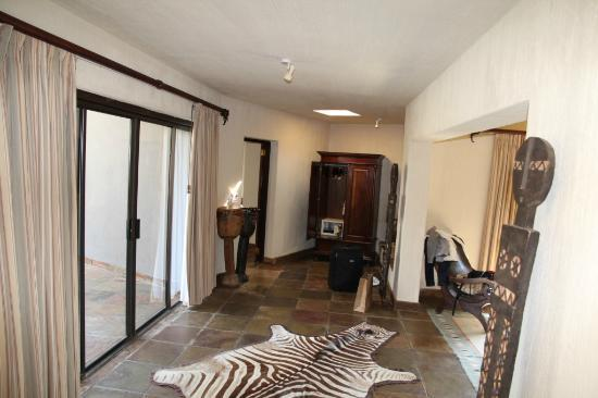 Sabi Sabi Bush Lodge: Hall in the suite