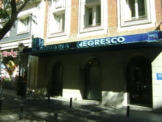 Hotel Aquaria Negresco: Strada dell'hotel
