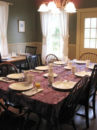 The Phoenix Inn on River Road : Tavern Room set for Breakfast