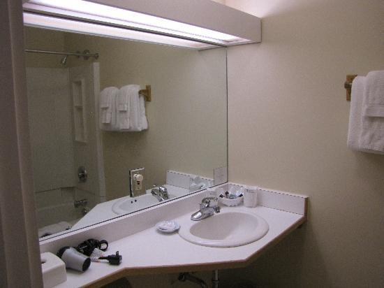 Grey Fox Inn & Resort: bathroom