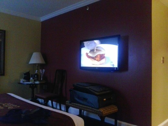 Canterbury Hotel: Canturbery Room TV