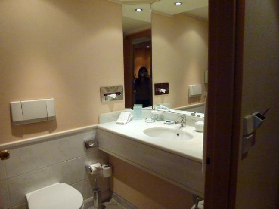 Metropolitan Hotel: Bathroom (with me on the mirror)