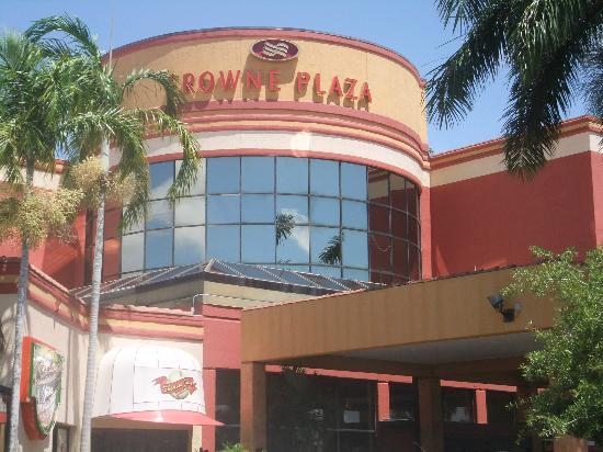 Crowne Plaza Fort Myers at Bell Tower Shops: outside view