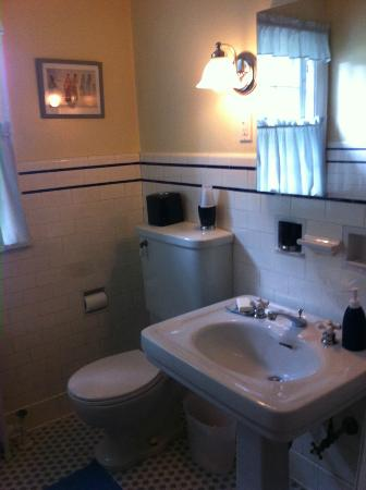 Rosehill Bed and Breakfast: Bathroom