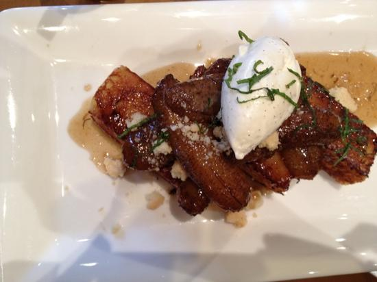 Hotel Yountville: bananas foster French toast at hopper creek kitchen