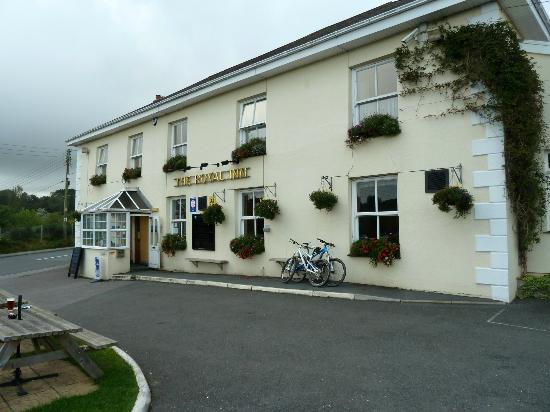 The Royal Inn: Front