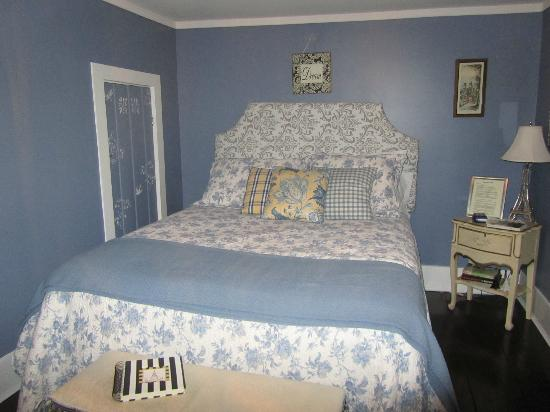 Applesauce Inn Bed & Breakfast: Carmel Room