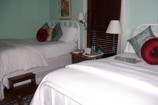 4-1/2 Street Inn Bed and Breakfast: A twin room