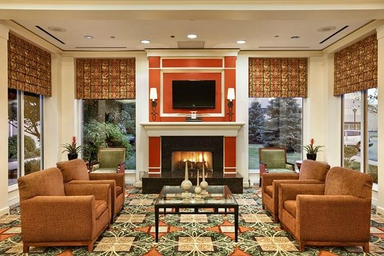 Hilton Garden Inn Oakbrook Terrace: Lobby