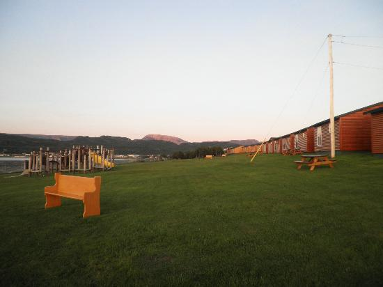 Gros Morne Cabins: Cabin grounds