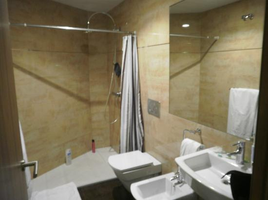 Sale d 39 eau chambre 112 picture of hotel lloret ramblas for Chambre barcelona