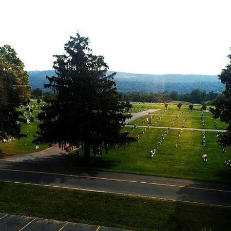 BEST WESTERN PLUS Harrisburg Airport Inn & Suites: Nice mountain view but a CEMETARY??