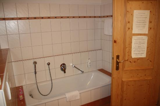 Hotel Schlehdorn: bathroom