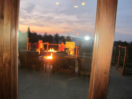 Primland: Smores for everyone overlooking mountains and sunset. WOW!
