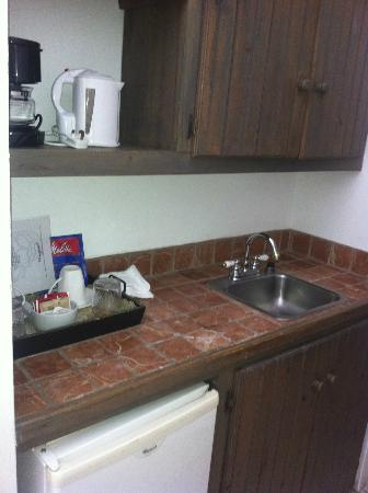 The Ginger Lily Hotel: Sink/ kitchen area