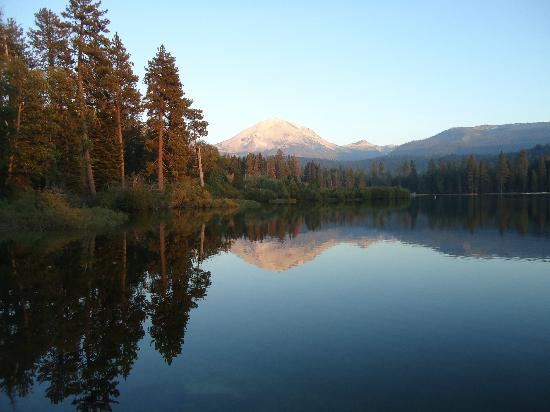 Manzanita Lake Camping Cabins: Sunset at Manzanita Lake (an easy walk from cabins)