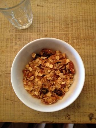 The Inn Above Onion Creek: homemade granola- available 24/7 in dinning room - sooo delish!