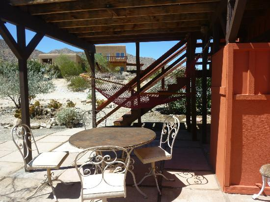 Desert Lily: Outdoor patio at the Biltmore Bunkhouse
