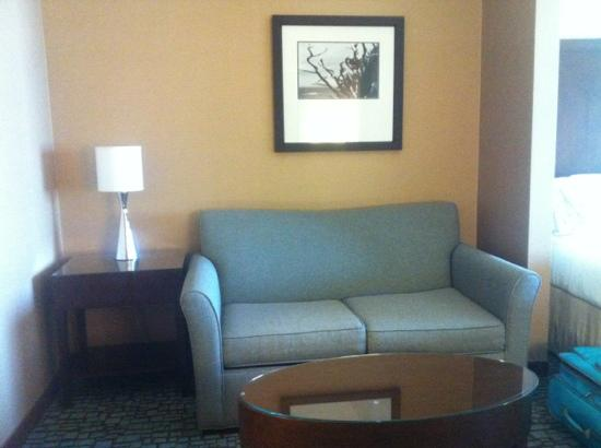 Holiday Inn Express & Suites Salinas: Sitting Area